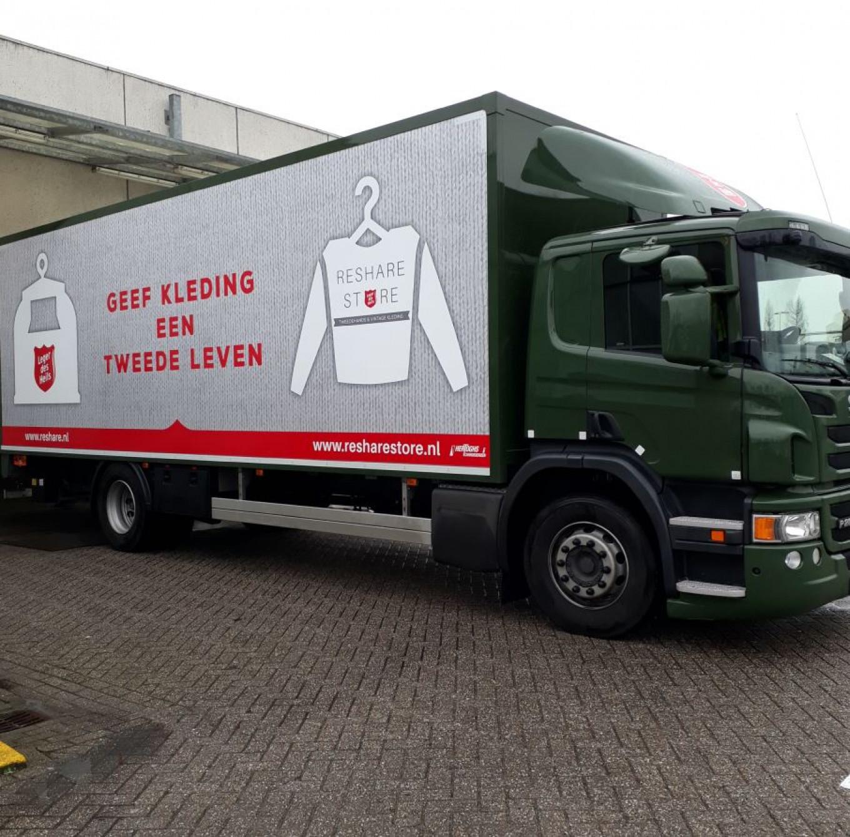 Inmiddels hebben we grotere en zuinigere wagens om de kleding en textiel mee op te halen