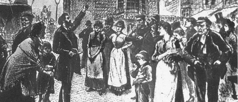 Een zwart-witte tekening van William Booth op een kistje in centraal Londen, met mensen om hen heen die luisteren