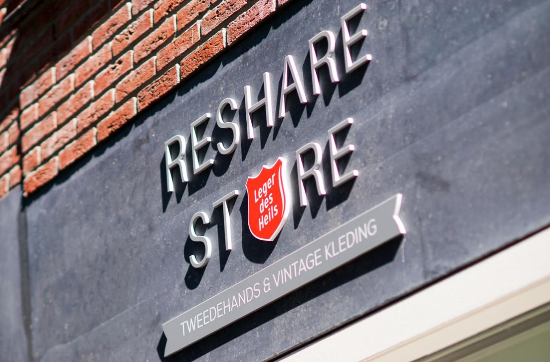 We verkopen de kleding onder meer in onze eigen ReShare Stores