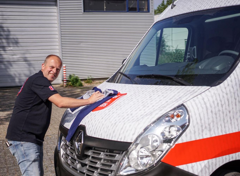 Onze chauffeurs, waaronder Dennis, rijden het hele land door om textiel in te zamelen en de Stores te bevoorraden!