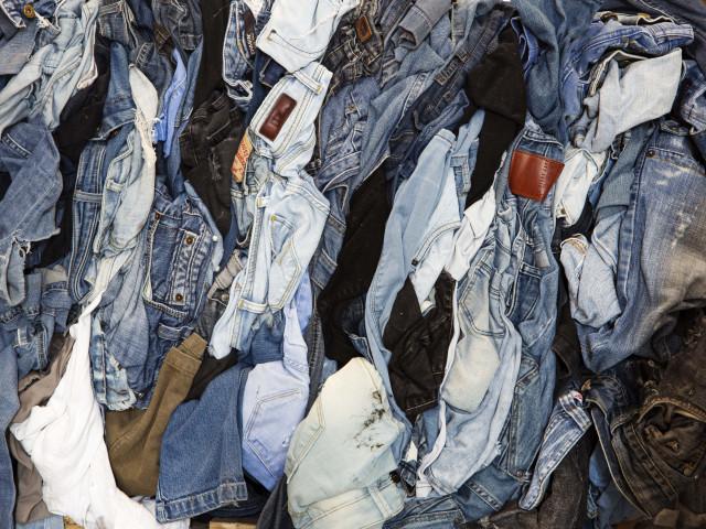 Wat mag er in de textielcontainer